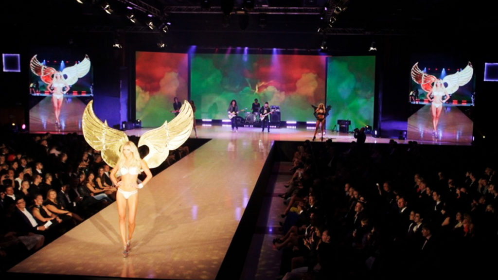 Fashion show live graphics