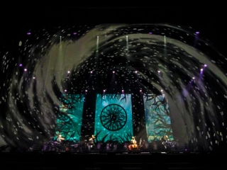 Holographic foil and video mapping