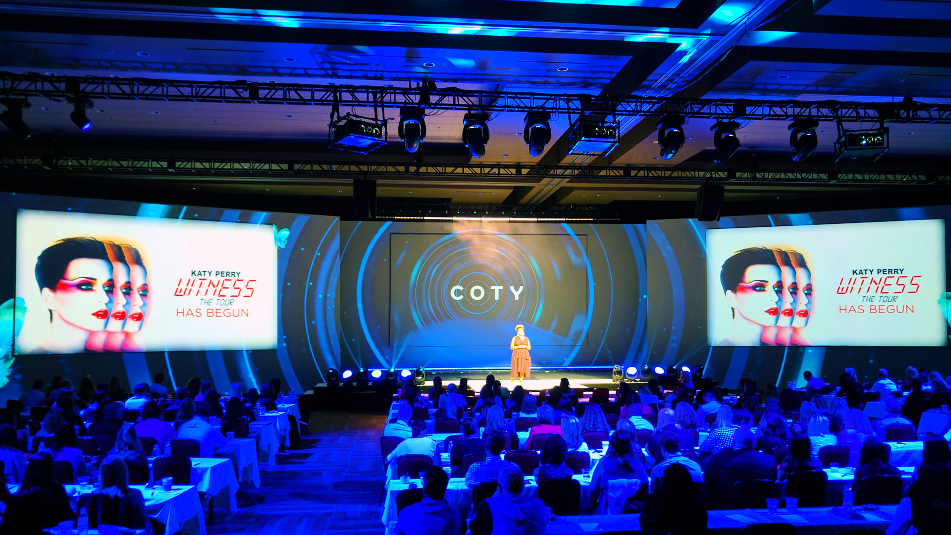 Corporate presentation projection mapping